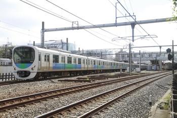 2013年10月6日 11時41分頃、所沢、4番ホームから本川越へ発車した38106Fの臨時列車。