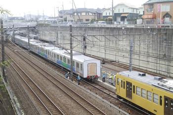 2013年11月10日 12時54分頃、新秋津、30102Fの残りの5両と連結する263F。