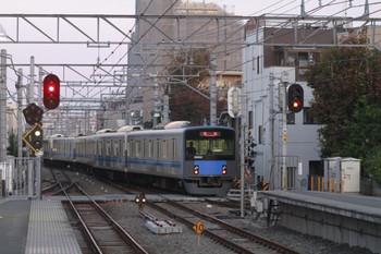 2013年11月24日 6時26分頃、東長崎、4番ホームから発車した20152Fの下り回送列車。