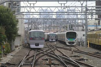 2013年12月23日、池袋、左が10109Fの19レ、中央が10103Fの上り回送列車。