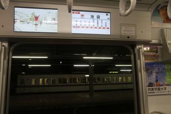 2014年1月1日、30101Fのスマイルビジョン、左のLCDに表示されてる動画広告はワイドサイズ対応済。