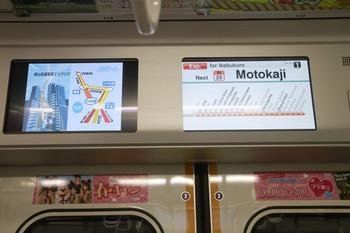 2014年1月1日、30101Fのスマイルビジョン、左のLCDに表示されてる動画広告は従来サイズ。