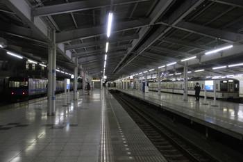 2014年1月1日 6時0分頃、飯能、左から側線に留置の20101F、2・3番ホームに停車する5005レの4001F、5番ホームの4021F+4013F上り回送列車。