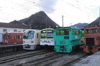 2014年1月2日 12時10分頃、下仁田、左からクハ304・クハ7501・クモハ504ほか。