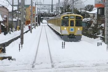 2014年2月15日 12時11分頃、稲荷山公園~武蔵藤沢、上り列車とすれ違う9106Fの大雪後初と思われる下り列車。