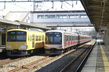 2014年3月15日、仏子、3017Fの4116レと中線で待避する東急5119Fの上り回送列車。