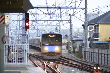 2014年3月13日 5時58分頃、保谷、2番線へ入る20152Fの上り回送列車。