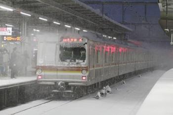 2014年2月8日 17時25分、所沢、発車したメトロ7001Fの各停 練馬ゆき。