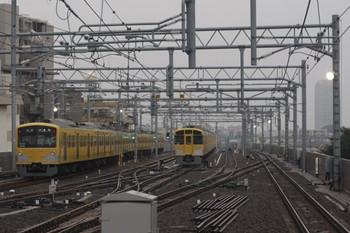 2014年7月9日、石神井公園、左が発車した3009Fの5203レ。右はまだ寝ている2077F。