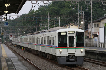 2014年7月13日 18時20分頃、仏子、中線に到着する(<-飯能)4023F+4013Fの下り回送列車。