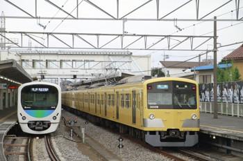 2014年7月13日、西所沢、右が3009Fの7068レ。左が38109Fの7019レ。