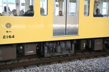 2007年1月3日、モハ2164の床下CPなど。