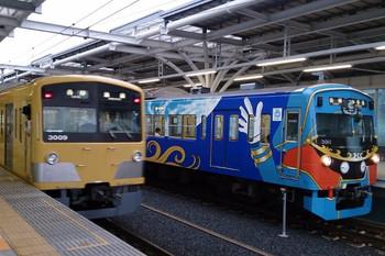 2014年7月18日、石神井公園、5203レの3011Fと5206レの3009Fがすれ違い。
