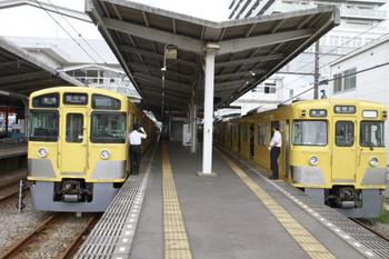 2014年8月23日10時43分頃、東村山、左が2045Fの6648レ。右が2011Fの6643レ延長の新所沢・イベント会場ゆき。