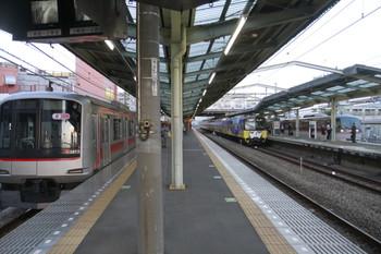 2014年10月20日、清瀬、左から東急5172F・3011Fの5852レ・2レの10109F。