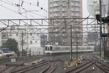 2014年11月1日 12時55分頃、東村山、川越方から1番ホームへ到着する4021Fの上り回送列車。