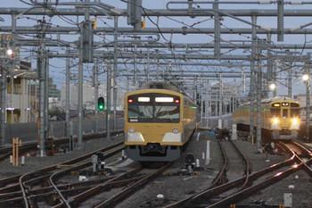 2014年11月3日、石神井公園、左が6番線で待機する3009F、右奥が2102レの9106F。