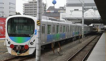 2014年11月9日、所沢、左が小手指車両基地へ回送される途中に6番線で球形の30104Fの池袋方5両。右は東急4101Fの1713レ。