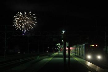 2014年12月3日 21時20分頃、横瀬、花火をバックに到着する池袋ゆき快速の20152F。