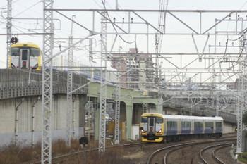 2015年1月2日 9時51分頃、新小岩~小岩、緩行線千葉方面ゆき車内から特急列車のすれ違い。