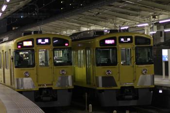 2015年1月24日、入間市、白色対応LED表示の2087F・2153レと幕表示の2063F・1002レの並び。
