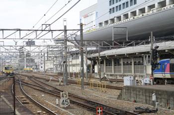 2015年2月10日 10時35分頃、京都、通過した3009Fと智頭急行のHOT7000系。