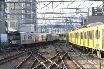 2015年2月15日 8時33分頃、池袋、1・2番ホームへ到着する20158Fの上り回送列車。