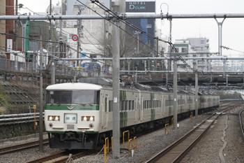 2015年3月15日 11時14分、巣鴨、クハ185-115ほかの田端方面ゆき回送列車。特急「あかぎ8号」(4008M)だった編成をどこかへ戻す回送です。