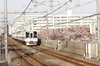 2015年3月29日、中村橋、1001レ用の送り込み上り回送列車の4023F+4017F(飯能->)。