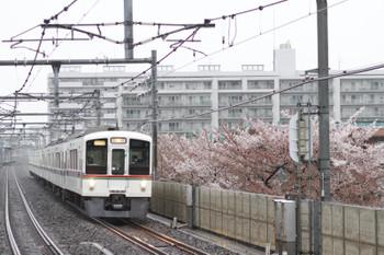 2015年4月5日、中村橋、1001レ用の4000系4+4連・上り回送列車。