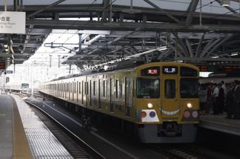 2015年5月15日、石神井公園、3番ホームに到着する2075F+2457Fの2104レ。