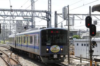 2015年5月17日 11時47分頃、所沢、新宿方から池袋線上りホーム(3番ホーム)へ入る20151Fの保谷ゆき臨時列車。発車は11時48分でした。
