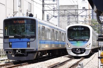 2015年6月4日、高田馬場〜下落合、20108Fの2332レと38108Fの5631レの並び。