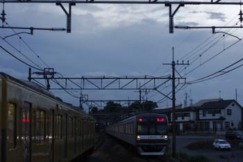 2015年7月17日 18時59分、元加治、通過するメトロ10033Fの上り回送。