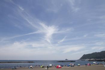 2015年7月25日、伊東、駅近くの砂浜。