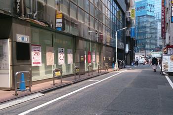 2015年7月26日、池袋駅・西武南口を出て左を見たところ。閉店したリブロが左手前のビルに入っていた。