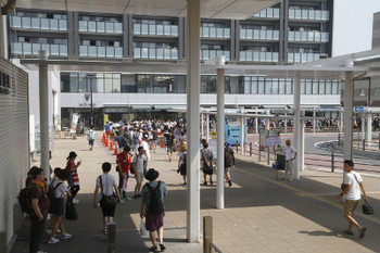 2015年8月1日 10時ころ、勝田駅前。
