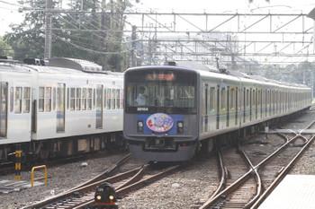 2015年8月9日、萩山、5551レの20154Fと1番ホームから電留線へ向かう6455レだった257F。