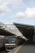 2015年8月11日、秋津、メトロ10013Fの1861レ。左はメトロ10004Fの1862レ。