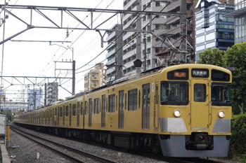 2015年8月18日 8時25分、高田馬場~下落合、2451F+2005Fの急行 西武新宿ゆき。