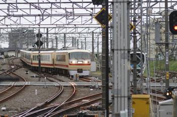 2015年8月28日 5時30分頃、所沢、新宿線へ入る10105Fの池袋線上り回送列車。