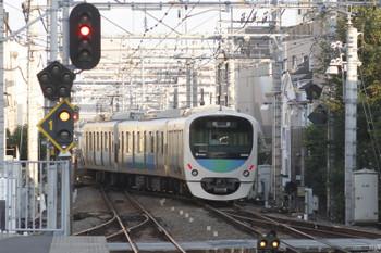 2015年9月13日 6時26分ころ、東長崎、上り4番ホームから発車し下り線に転線する38102Fの下り回送列車。