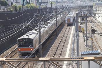2015年10月4日 11時半頃、新秋津、205系の武蔵野線東京ゆき(左)と取り残された30105Fの池袋方5両。