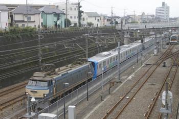 2015年10月18日、新秋津、EF66-33に牽引され到着した300106F。