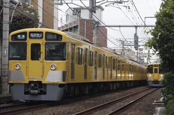 2015年10月14日、池袋~椎名町、2073Fほかの西武秩父ゆき4209レと9107Fの1102レ(「準急 所沢」表示)。