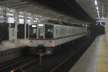 2015年11月23日 17時55分、入間市、4013Fの上り回送列車。