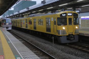 2015年12月3日 16時7分ころ、練馬、10110Fの上り回送列車と2077Fの西武秩父ゆき5123レ。
