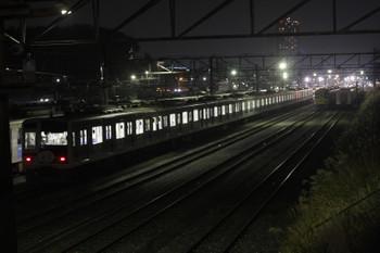 2015年12月15日 19時ころ、小手指車両基地、右奥が2番線に留置される38517~38817。