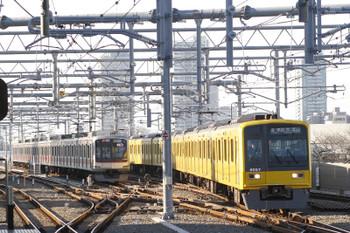 2015年12月20日、石神井公園、6612レの出番を待つ東急4102レと、6528レの6157F。