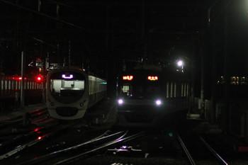 2015年12月26日、石神井公園、右が18M運用の6504レを代走するメトロ10018F。左は出番を待つ38112F。